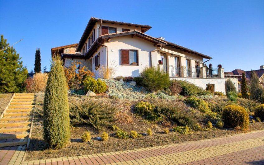 Luxus ingatlan Csomádon Bp-től 12 km-re