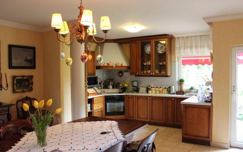 Csillaghegyen  családi ház, bevezetett étteremmel