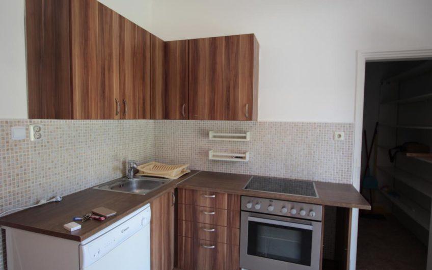 Solymáron Önálló, felújított családi ház kiadó