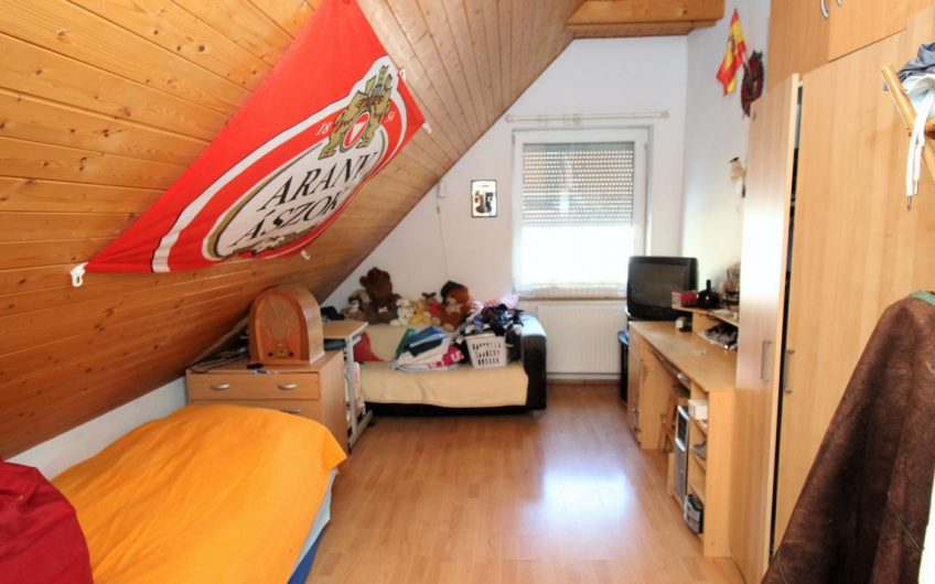 Hangulatos családi ház, Csillaghegy legkedveltebb részén a Duna felőli oldalon eladó